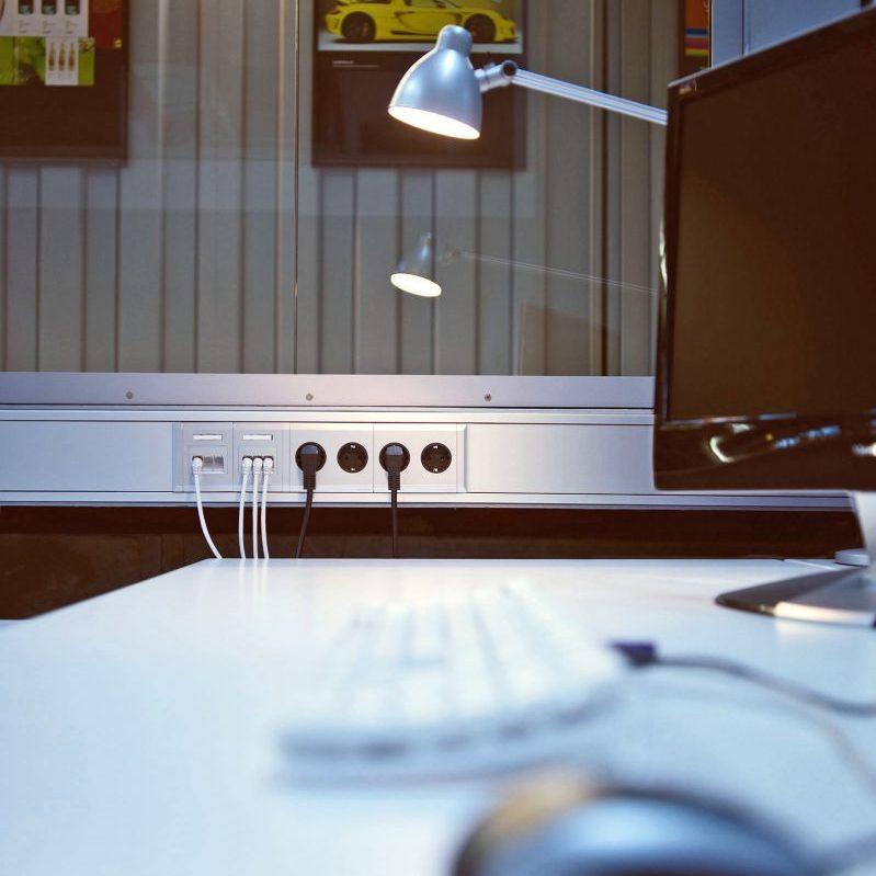 Anschlüsse für Büroarbeitsgeräte